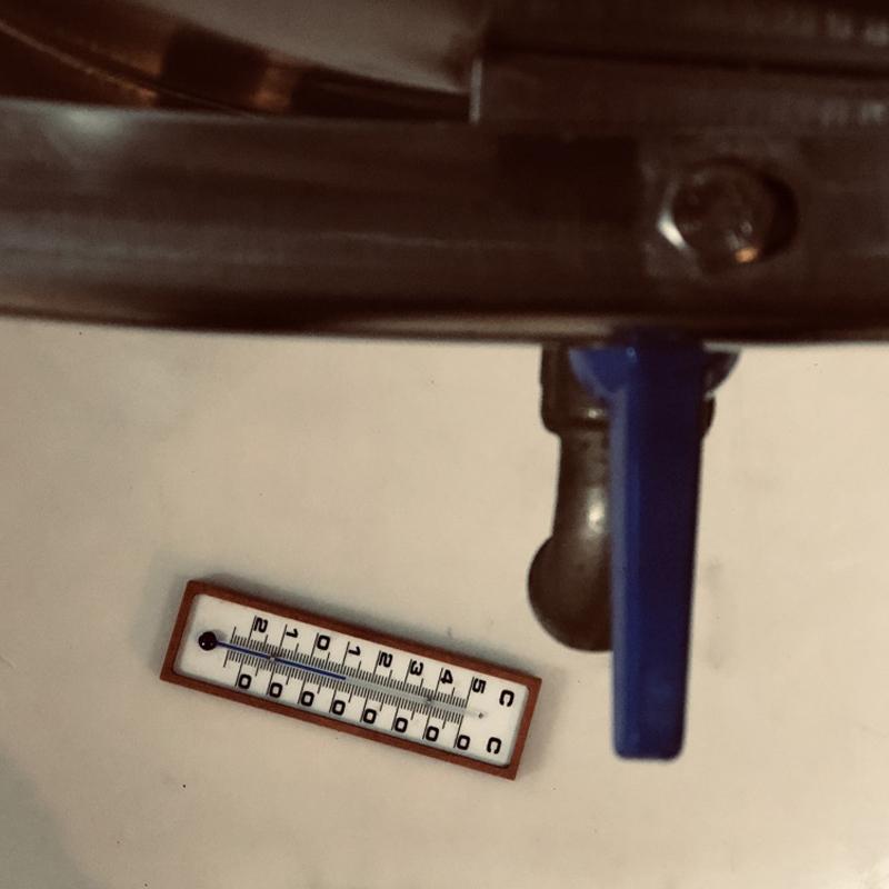 termometro al interior de la bodega lagar quixote